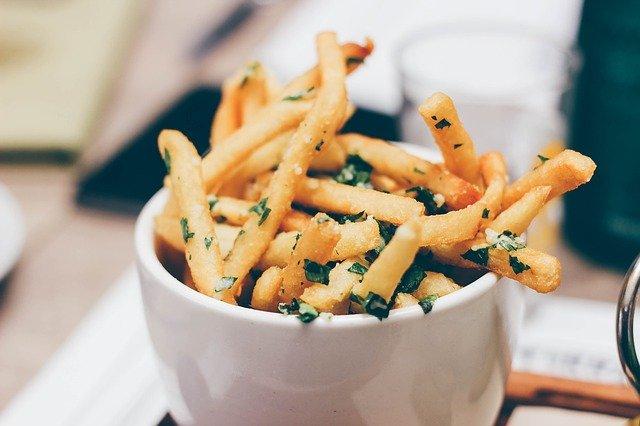 fast food – hranolky v kornoutu