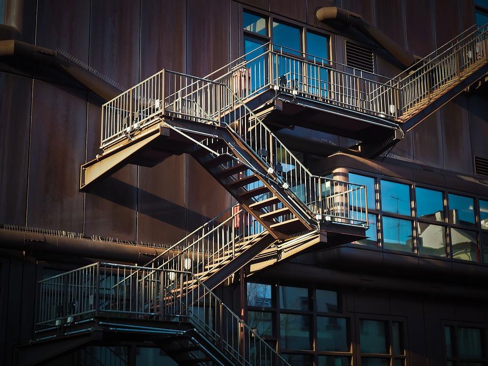 Proč je tak důležité mít zábradlí na schodiště